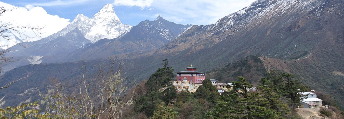Tengbochea monastery and Amadablam